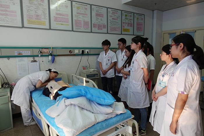 2013届南京中医药大学学生在启东市中医院实习圆满结束