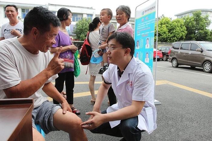 我院专家团赴西乡县中医院开展大型义诊活动及技术指导